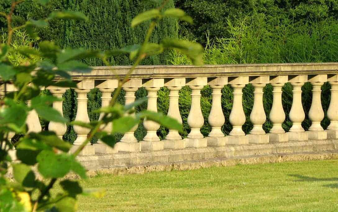 Stone balustrade ideas for your home and garden projects-acanthus-cast-stone